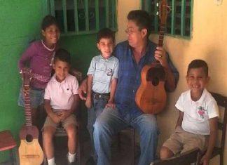 Juan seijas de los estudiantes de la catedra de Cuatro. escuela de musica juan vicente gutiérrez. guárico
