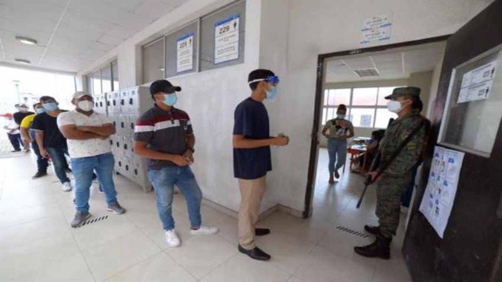 Se volverán a contar los votos en 17 provincias de Ecuador