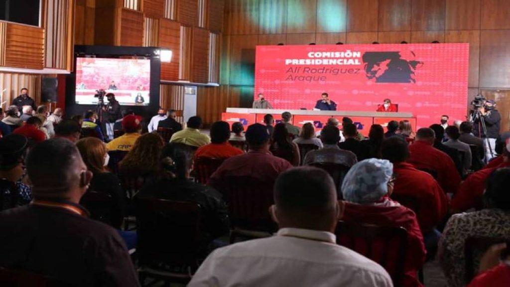 Maduro firmó convención colectiva de trabajadores de Pdvsa