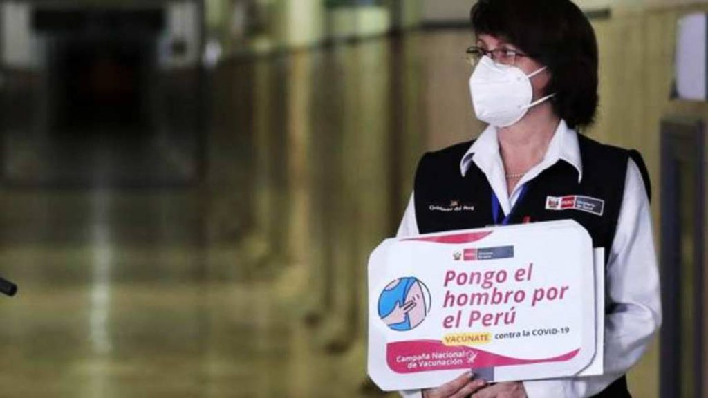 Ministra de Salud de Perú renuncia por vacunación de Vizcarra