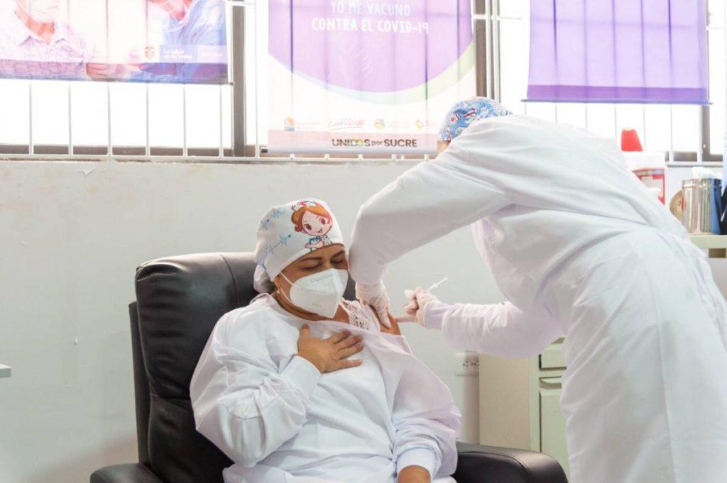 Arrancó vacunación contra la covid-19 en Colombia
