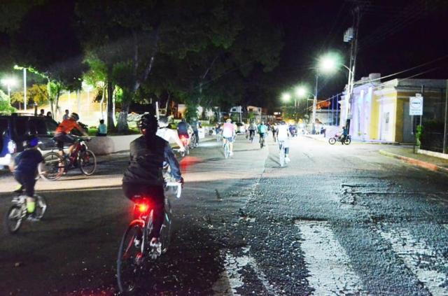 bici nocturna en homenaje a josé gregorio hernández